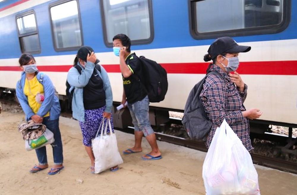 Gia đình 4 người đạp xe từ Đồng Nai đã về đến quê ở Nghệ An an toàn - Ảnh 1.