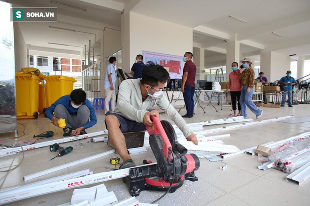 Cận cảnh Bệnh viện dã chiến Đà Nẵng hoàn thành sau 3 ngày xây dựng vừa đưa vào hoạt động - Ảnh 3.