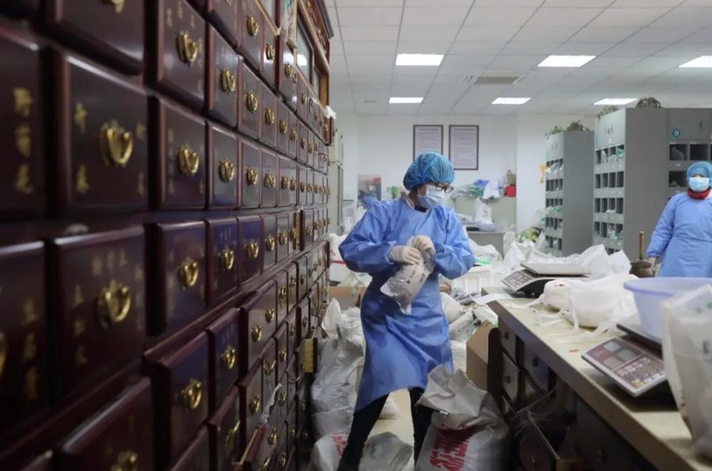 Bài thuốc Đông Nam dược phòng chống Covid-19 được Trung Quốc sử dụng rộng rãi nhất - Ảnh 3.
