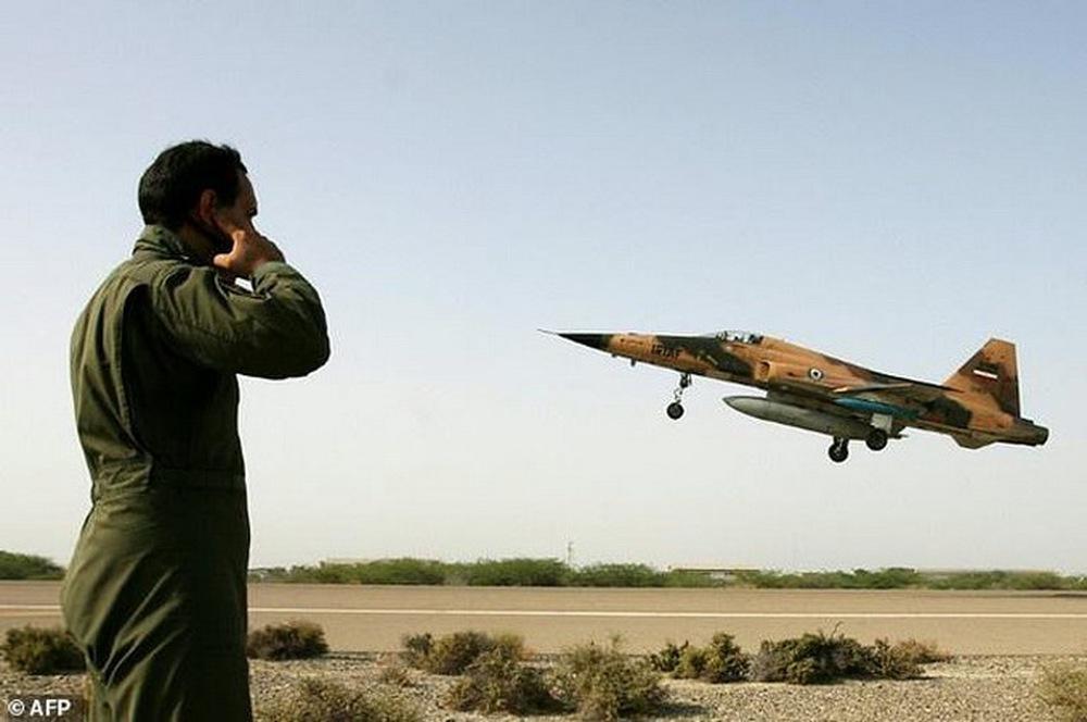Dư sức đè đầu cưỡi cổ F-35 Israel, 100 chiếc Su-75 sẽ sớm tới tay người Iran: Tại sao không? - Ảnh 1.