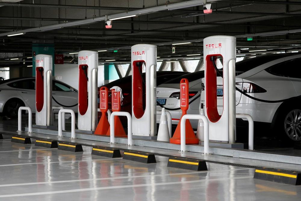 Trái tim năng lượng của xe điện: Sạc VinFast với sạc Tesla có râu ông nọ cắm cằm bà kia được không? - Ảnh 5.