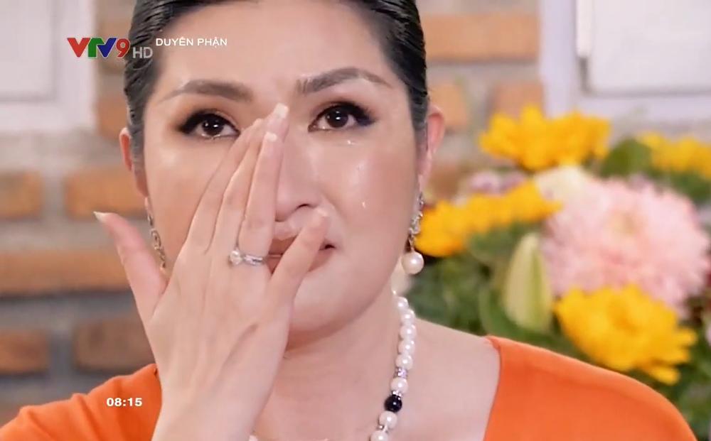 Hồng Nhung bật khóc xin lỗi bố mẹ vì sự cố lộ ảnh nóng: Tòa án gọi ra thì tôi đã ở Mỹ rồi!