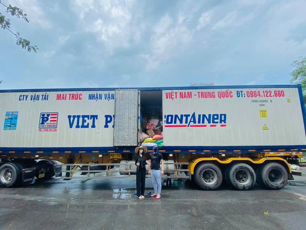 Phản ứng đầu tiên của Thủy Tiên sau khi bị bóc nhận vơ 1.000 tấn thực phẩm người Hà Tĩnh tặng Sài Gòn - Ảnh 1.