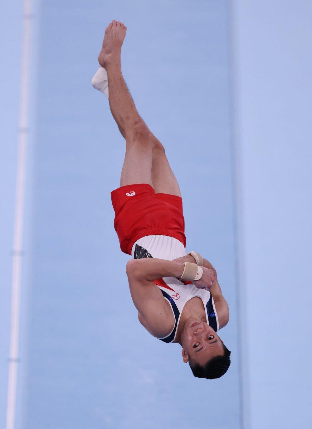 Chênh lệch trình độ quá lớn, 2 hot boy Thể dục dụng cụ Việt Nam ngậm ngùi chia tay Olympic - Ảnh 1.