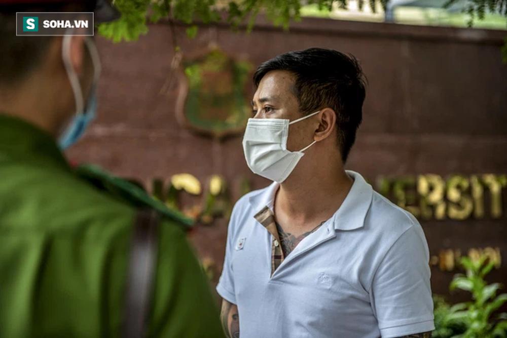 Theo chân CA xử phạt người dân ra đường vi phạm Chỉ thị 16 ngày Hà Nội giãn cách xã hội - Ảnh 6.