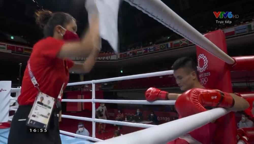 Võ sĩ Việt Nam thắng nghẹt thở trong sự ngỡ ngàng của đối thủ ở Olympic - Ảnh 2.