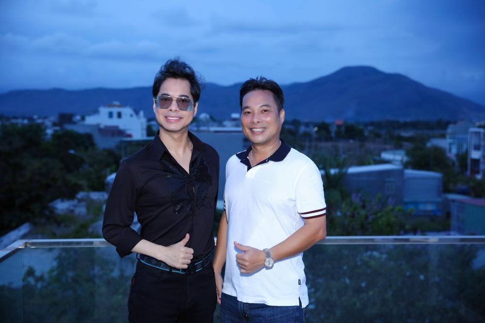 Em trai danh ca Ngọc Sơn: Là ca sĩ đình đám nhưng bỏ hát làm kinh doanh, thành tỷ phú, sở hữu cơ ngơi đồ sộ - Ảnh 1.