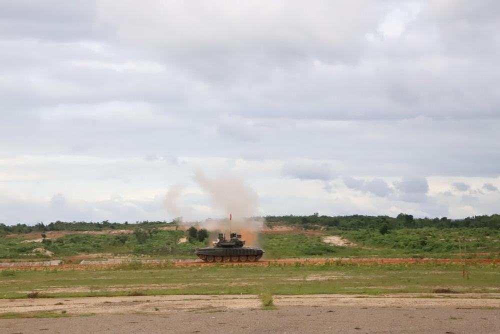 Binh chủng Tăng thiết giáp Lào diễn tập bắn đạn thật - Ảnh 5.