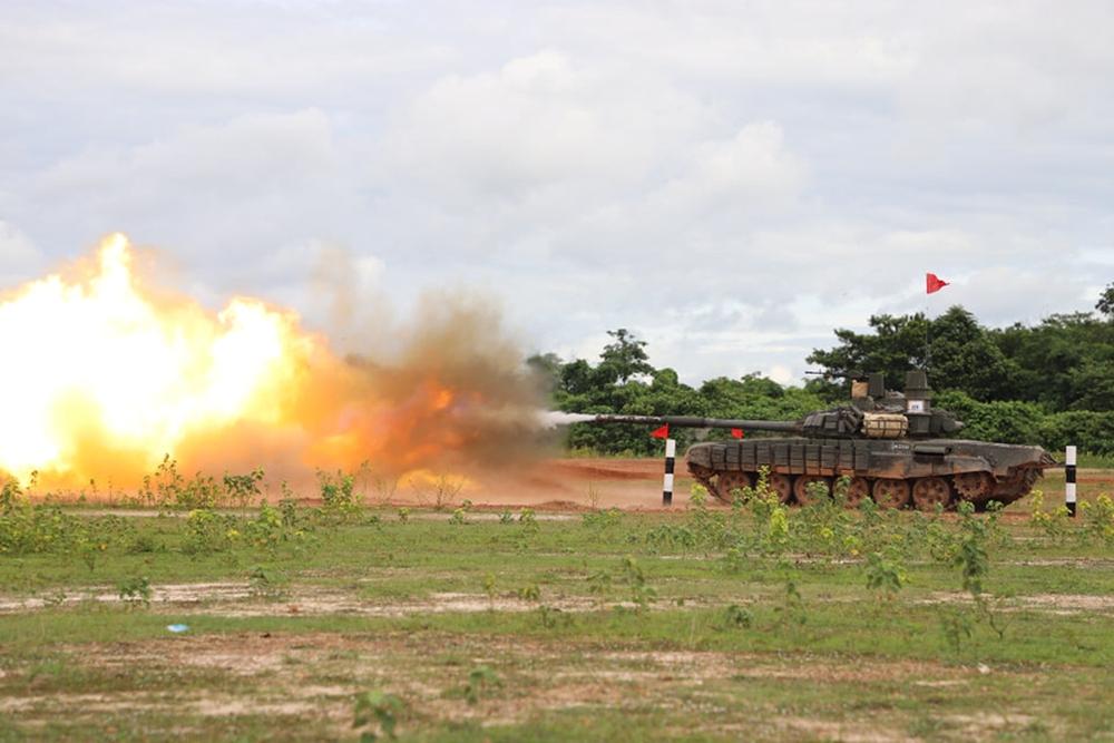 Binh chủng Tăng thiết giáp Lào diễn tập bắn đạn thật - Ảnh 6.