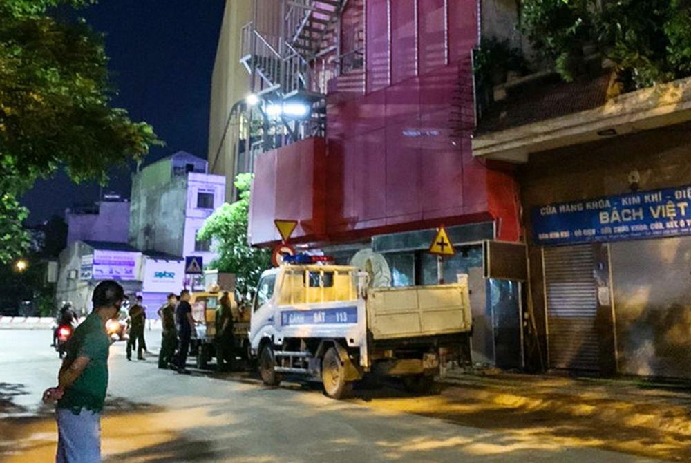 Cho gần 30 khách hát karaoke giữa dịch COVID-19 bất chấp lệnh cấm, nữ chủ quán ở Hà Nội bị khởi tố - Ảnh 2.