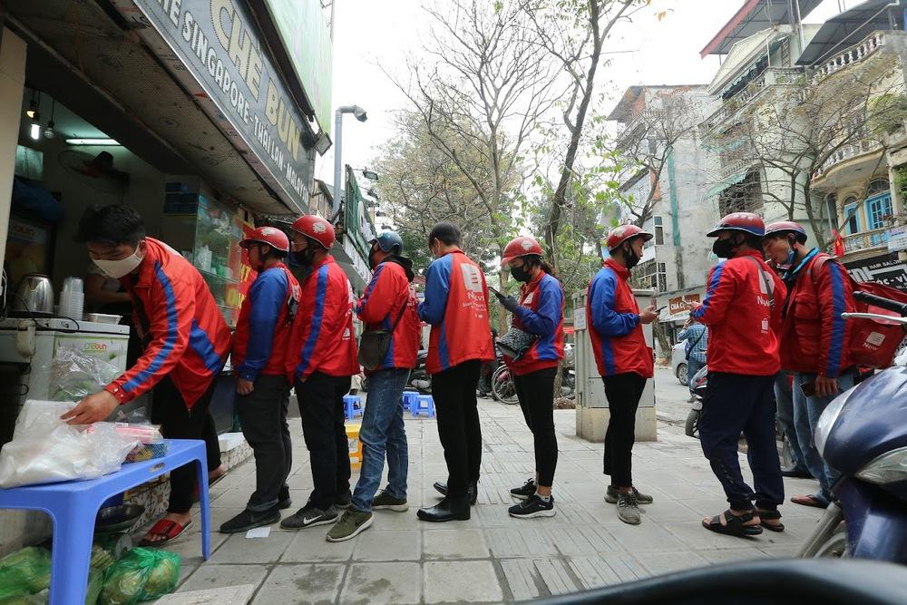 GĐ Sở GTVT Hà Nội: Không cấm shipper bưu chính, siêu thị giao hàng thiết yếu cho người dân - Ảnh 1.
