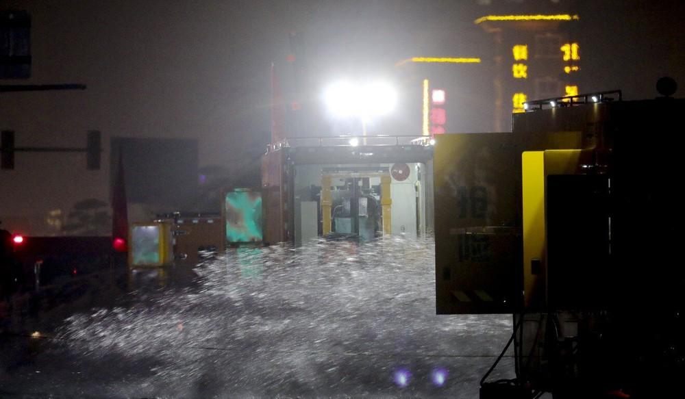 Cảnh tang thương ở Trịnh Châu: Dọn hầm ngập lụt, phát hiện nhiều xác người chết đuối - Ảnh 2.