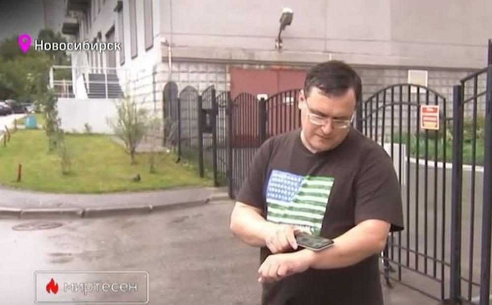 Gặp 'Doctor Chip' của Nga, người có cánh tay cấy hàng loạt chip thẻ ngân hàng, thẻ công việc, thông tin cá nhân