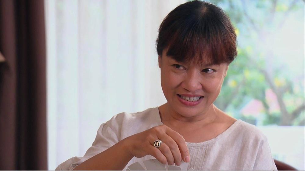Chân dung nữ diễn viên phim Hương vị tình thân khiến khán giả ức chế, kêu gào đòi bỏ tù - Ảnh 1.