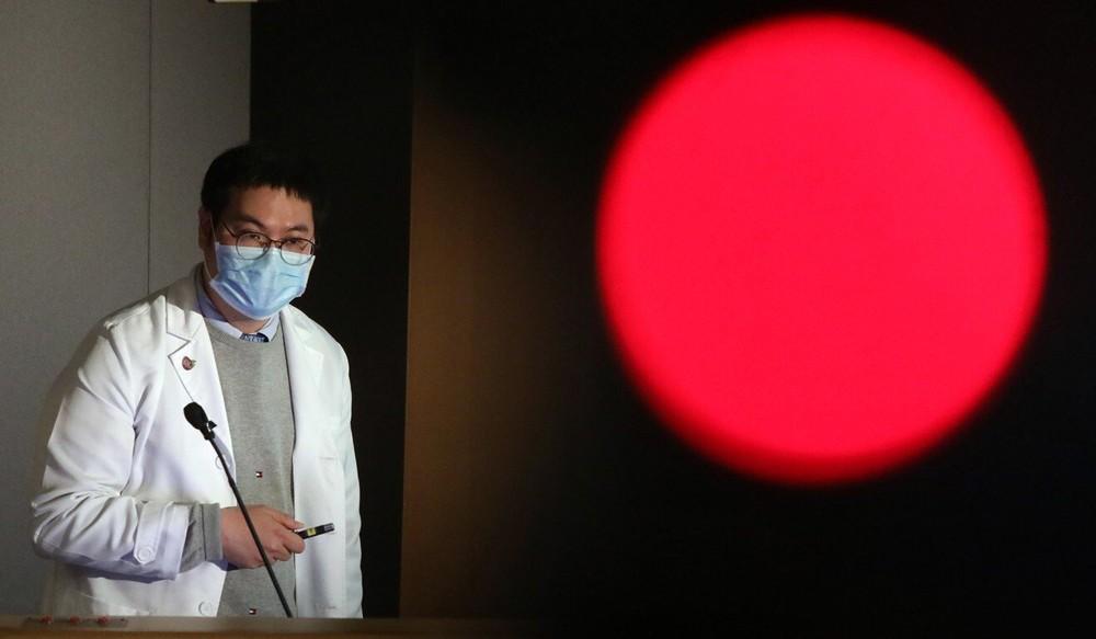 Một lãnh thổ châu Á nhận lời khuyên lạ: Vẫn tiêm vaccine COVID-19, nhưng hãy quên miễn dịch cộng đồng đi - Ảnh 4.