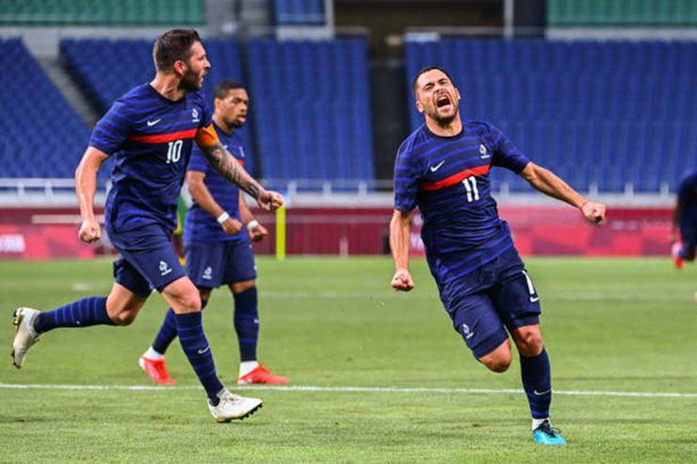 Pháp giành 3 điểm trong trận cầu 7 bàn thắng; Brazil toát mồ hôi hột vì thẻ đỏ sớm - Ảnh 1.