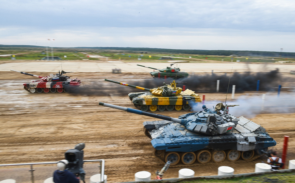"""Xe tăng """"hàng thửa"""": Vũ khí bá đạo tại Tank Biathlon 2021"""