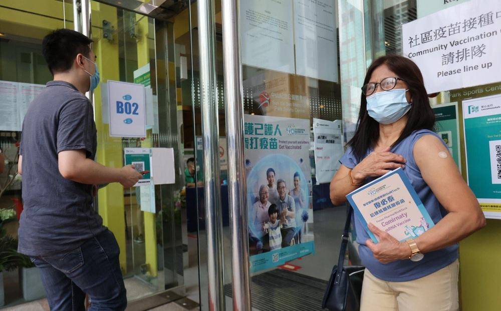 """Một lãnh thổ châu Á nhận lời khuyên lạ: Vẫn tiêm vaccine COVID-19, nhưng hãy """"quên miễn dịch cộng đồng đi"""""""