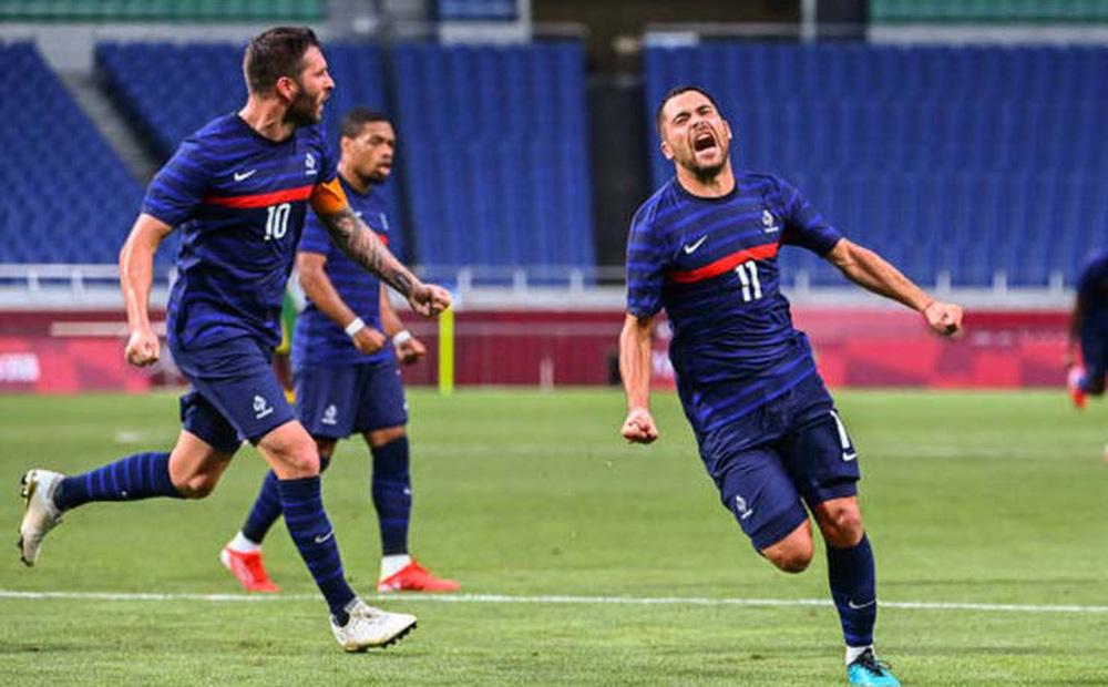 """Pháp giành 3 điểm trong trận cầu 7 bàn thắng; Brazil """"toát mồ hôi hột"""" vì thẻ đỏ sớm"""