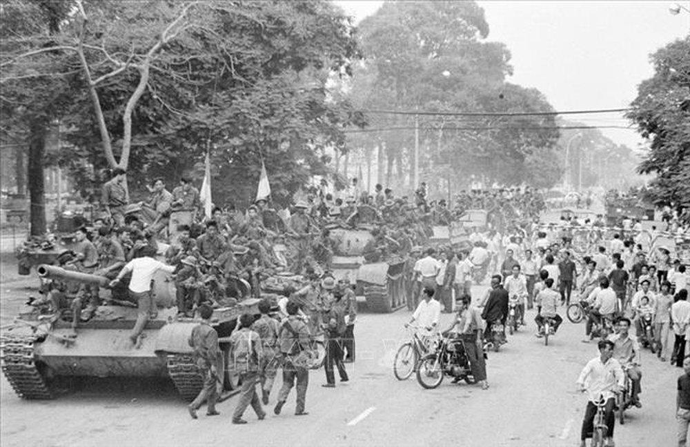 Kịch chiến, nhiều xe tăng ta bị bắn cháy ngay cửa ngõ Sài Gòn và điều kỳ diệu trong biển lửa - Ảnh 5.