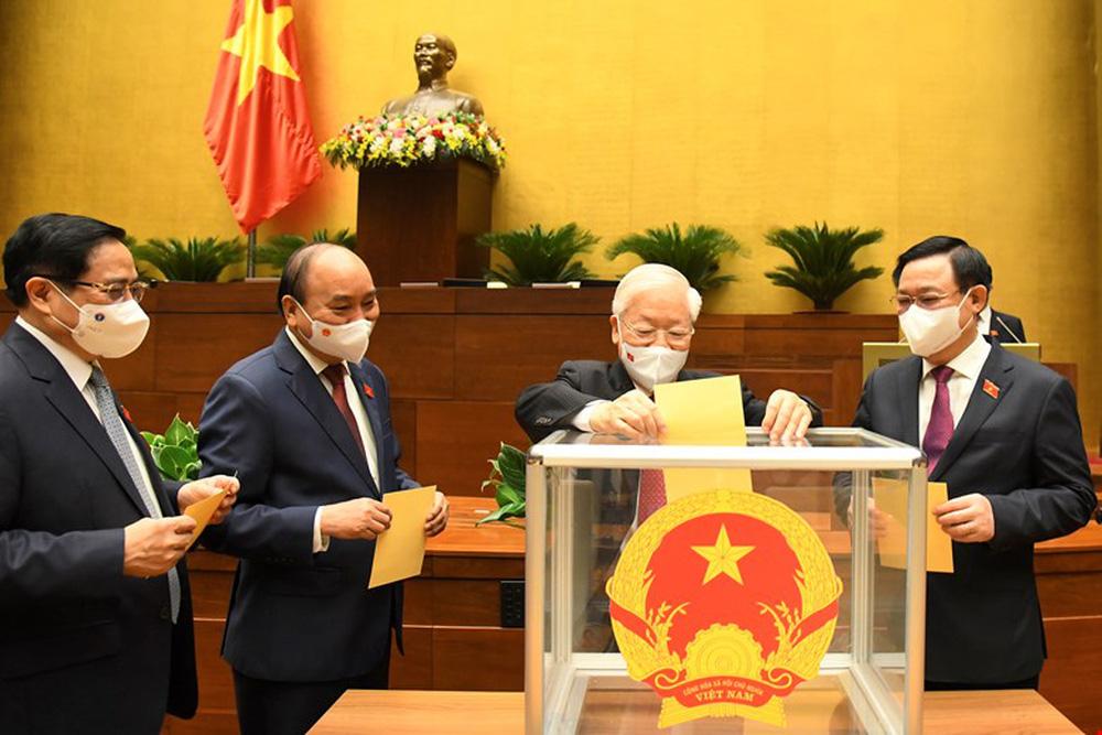 Chủ tịch nước Nguyễn Xuân Phúc tái đắc cử, tuyên thệ nhậm chức nhiệm kỳ mới - Ảnh 1.