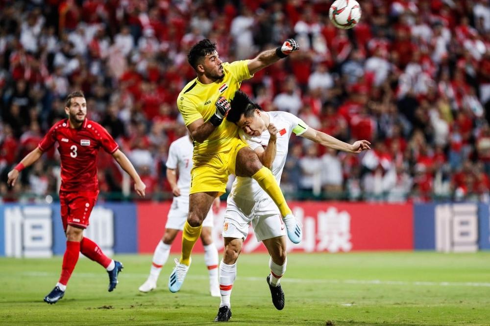 Báo Trung Quốc: Cầu thủ Trung Quốc trong mắt chỉ có tiền, chỉ mong vào kỳ tích để thành công - Ảnh 1.