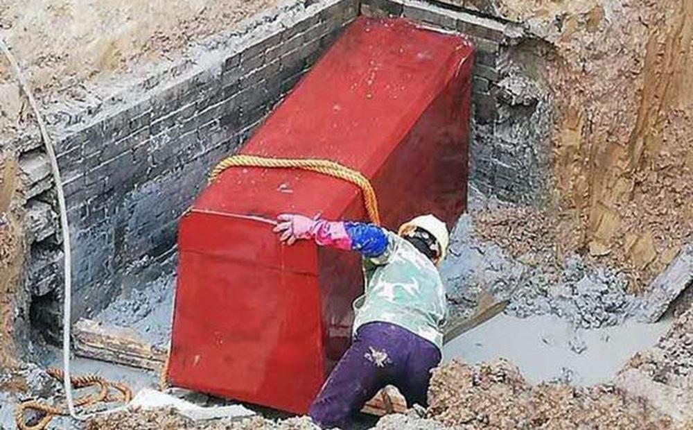 Phát hiện ngôi mộ 'ngông cuồng' chạm trổ phượng hoàng và mặt trời, các chuyên gia phát hoảng: Bên trong là kẻ phản nghịch?