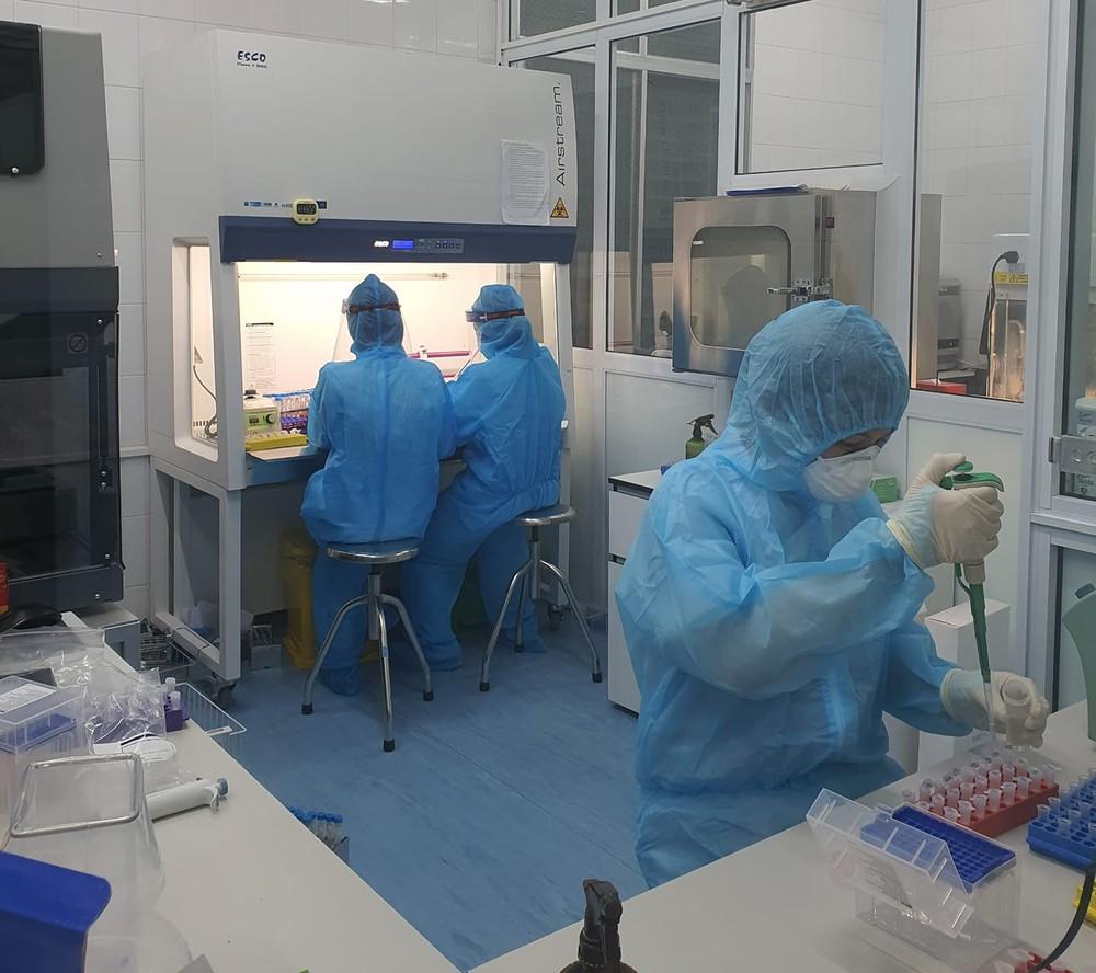 Lấy mẫu xét nghiệm định kỳ, phát hiện 2 nữ điều dưỡng ở Nghệ An nhiễm SARS-CoV-2 - Ảnh 1.