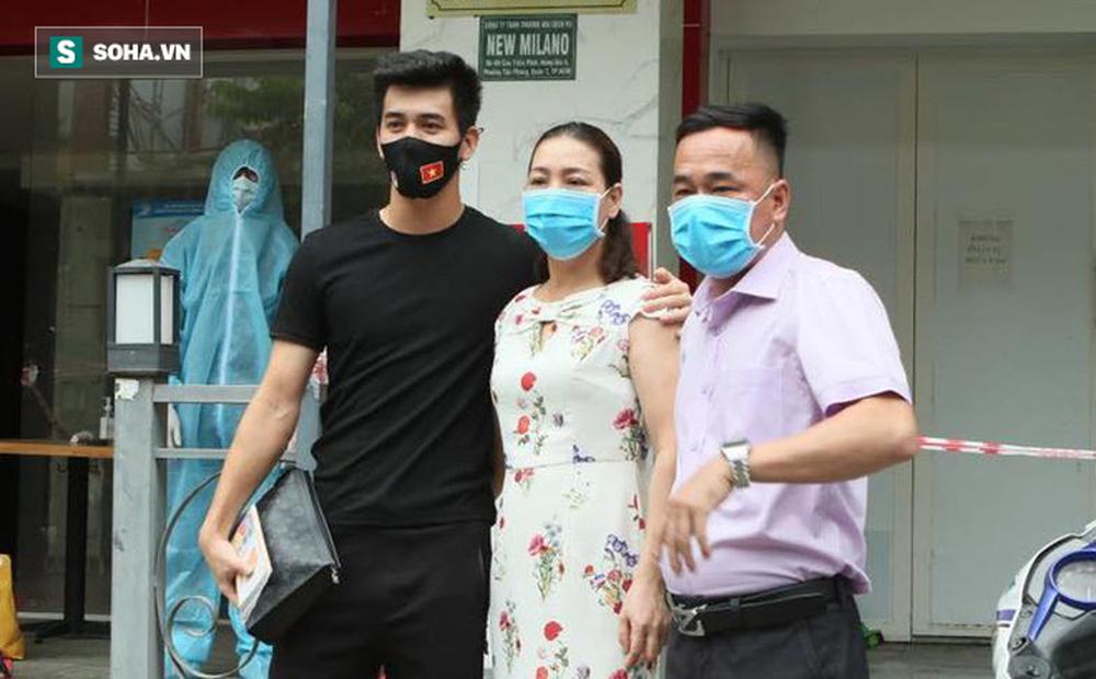 Tiến Linh cùng thầy Park gặp khó khi đến Hà Nội tập trung, dễ phải cách ly 14 ngày