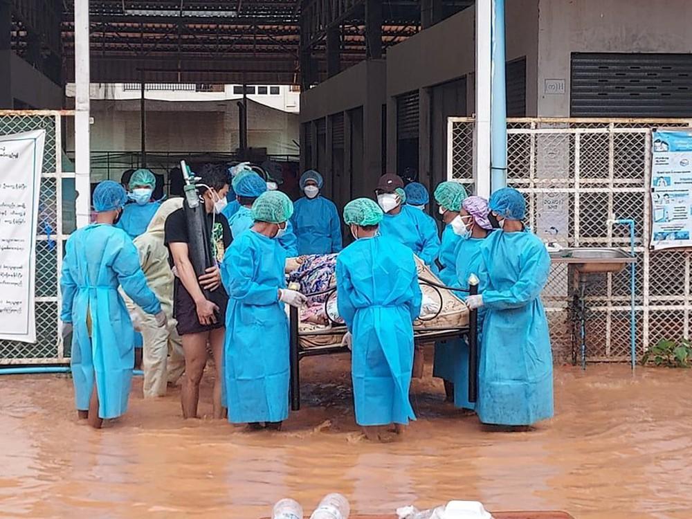 Thảm họa chồng chất ở quốc gia Đông Nam Á: Đảo chính, COVID-19 và mưa lũ - Ảnh 1.