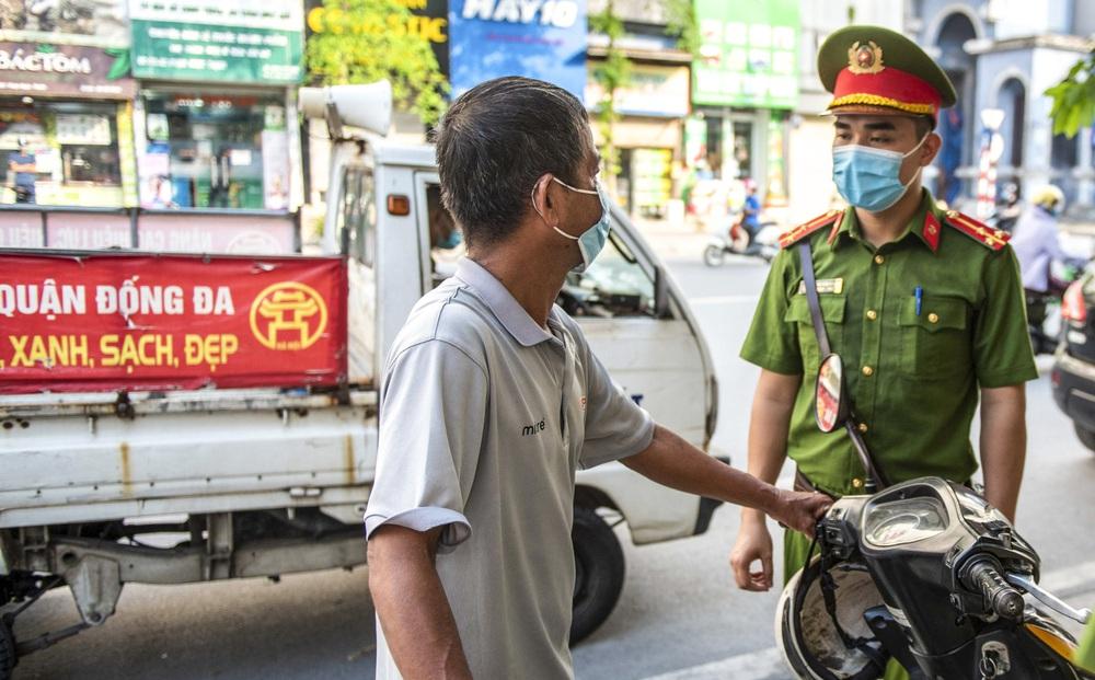 Xử phạt hơn 1,5 tỷ tiền vi phạm trong ngày thứ 4 Hà Nội giãn cách xã hội