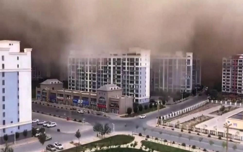 """24h qua ảnh: Bão cát """"nuốt chửng"""" thành phố ở Trung Quốc - Ảnh 4."""
