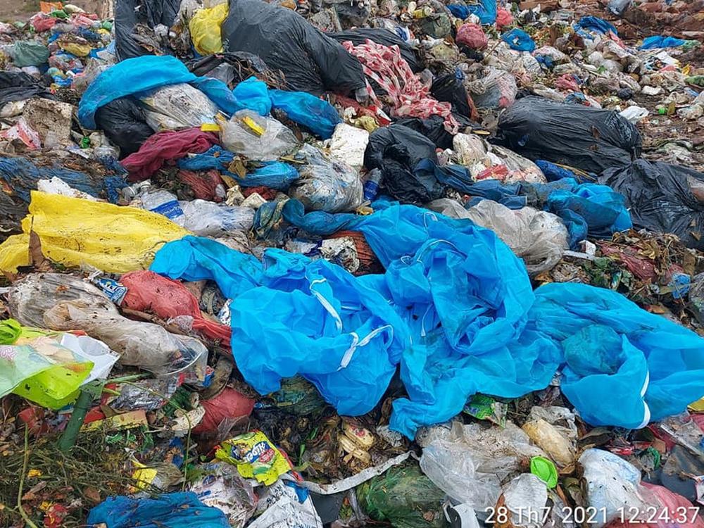 Vụ trộn rác thải phòng chống Covid-19 vào rác sinh hoạt: Xử lý như thế nào? - Ảnh 2.