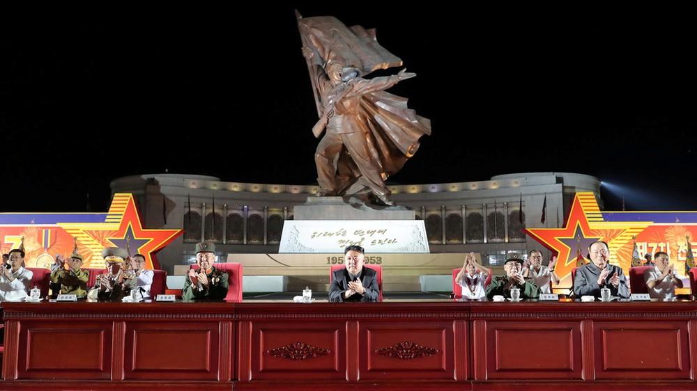 Ông Kim Jong-un: Triều Tiên đang trải qua những khó khăn như trong thời chiến tranh - Ảnh 1.