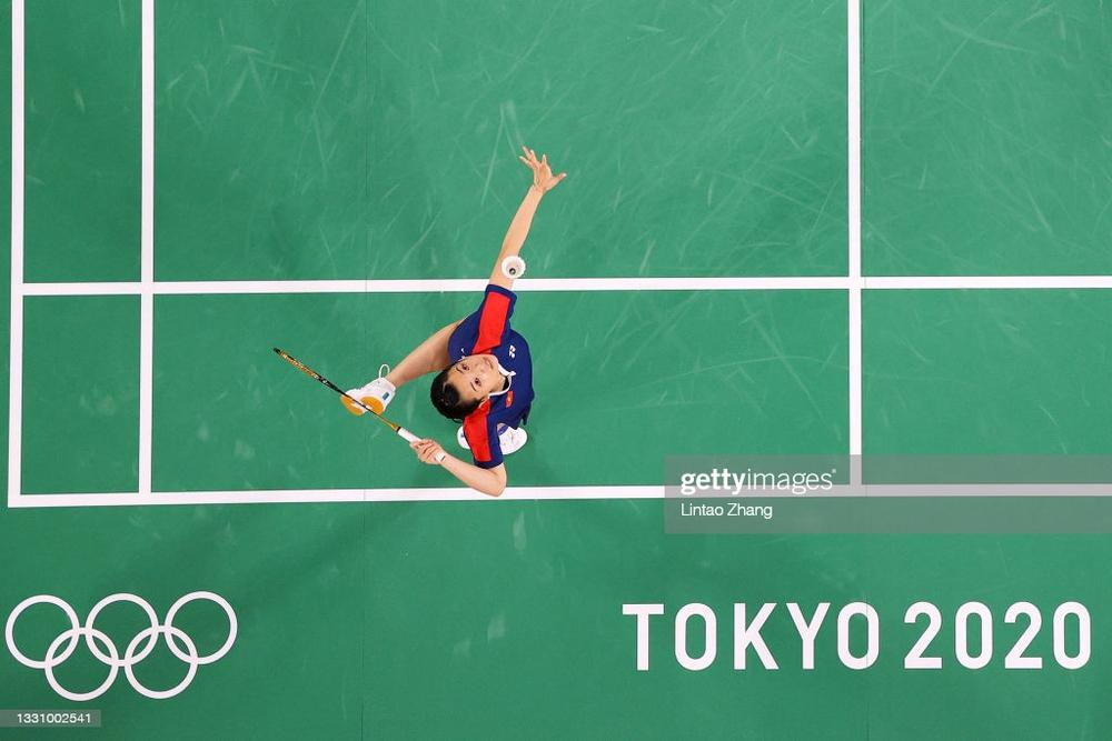 Hạ đối thủ số 1 Thụy Sĩ, hot girl cầu lông Việt Nam đi vào lịch sử ngay lần đầu dự Olympic - Ảnh 1.