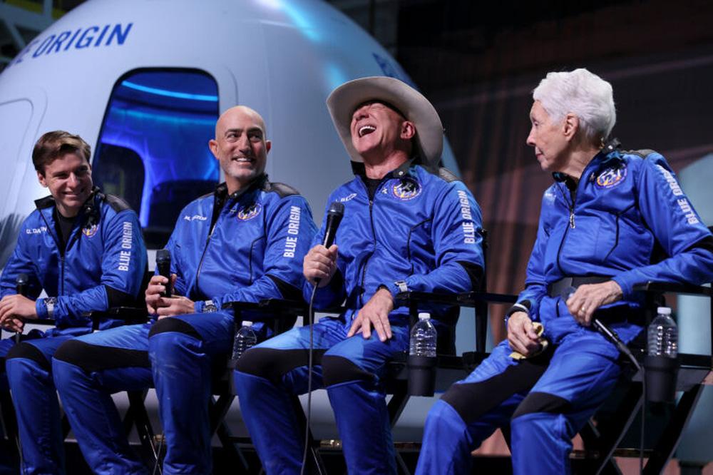 Tỷ phú Jeff Bezos có hành động lạ trị giá 2 tỷ USD: Vẫn thua Elon Musk! - Ảnh 1.