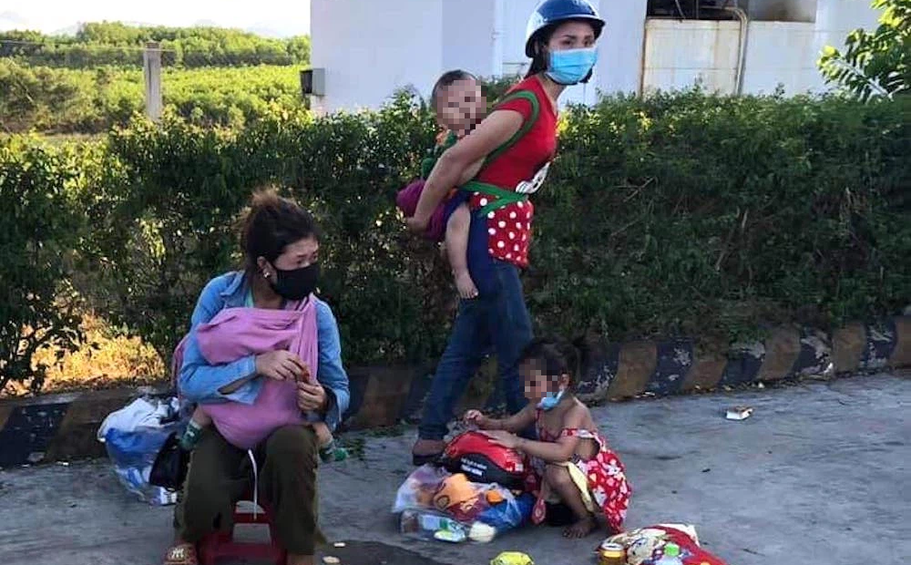 """Người chồng chia sẻ lý do đi xe máy từ Bình Dương về tới Nghệ An mới phát hiện """"quên"""" vợ con ở Huế"""