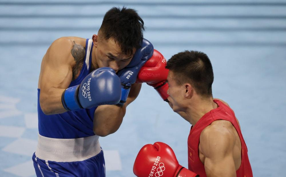 Võ sĩ Việt Nam thua tâm phục cao thủ Mông Cổ, khép lại hành trình đáng nhớ tại Olympic
