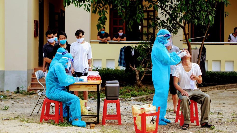 Chủ tịch xã bị đình chỉ vì để F1 về thăm vợ mới sinh con, F1 này sau đó nhiễm SARS-CoV-2 - Ảnh 1.