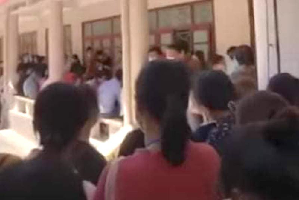 Xôn xao clip trường Đại học Vinh tổ chức thi đông người trong mùa dịch Covid-19 - Ảnh 4.