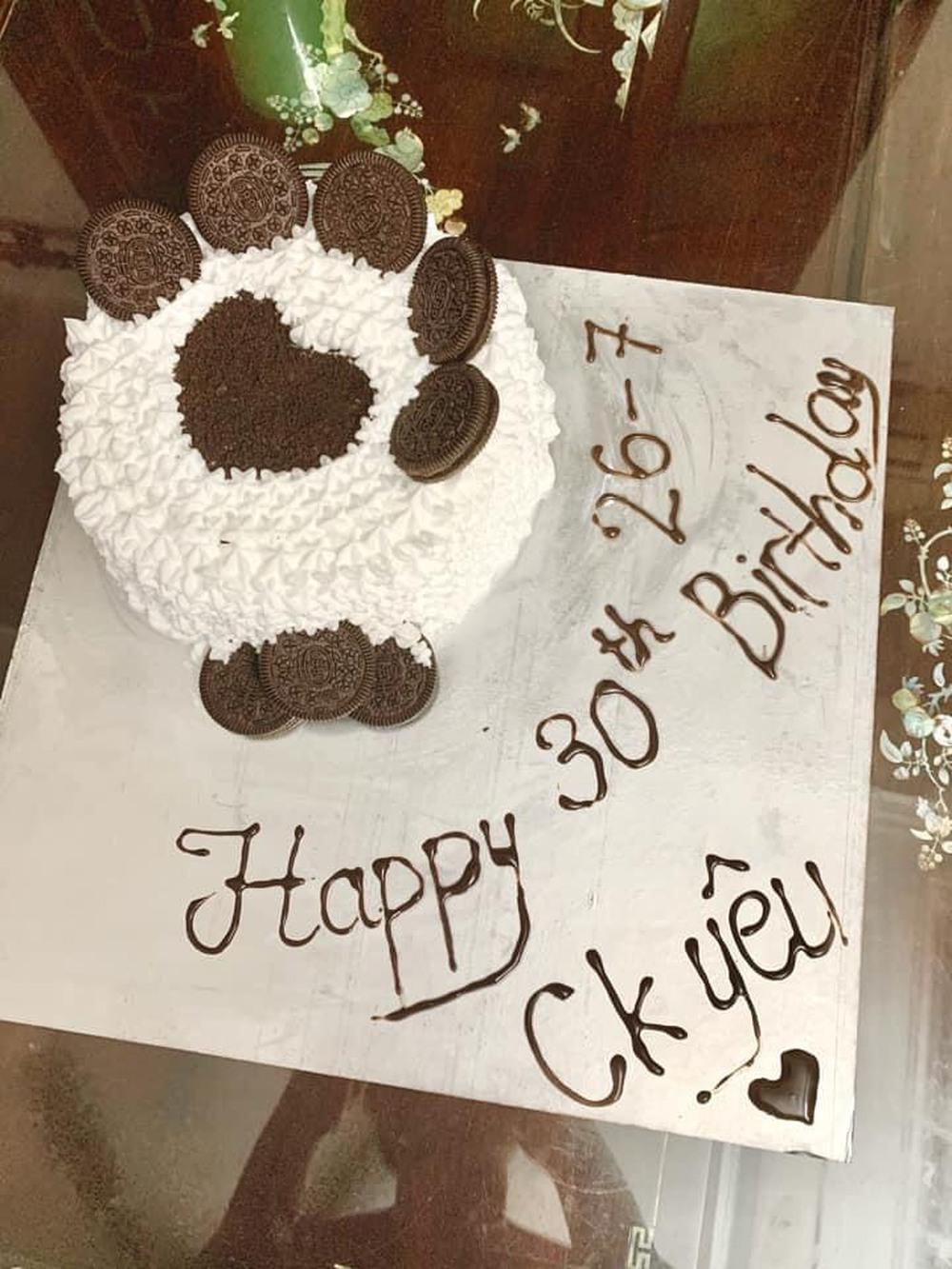Con gái khóc thét khi nhìn thấy bánh sinh nhật mùa Covid mẹ và chị làm tặng, bố đảm đang ra tay trợ giúp  - Ảnh 6.