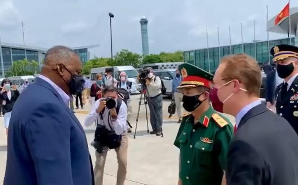 CLIP: Bộ trưởng Quốc phòng Mỹ bắt đầu thăm chính thức Việt Nam