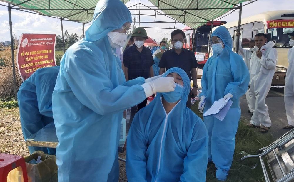 Tài xế xe buýt ở Nghệ An nhiễm SARS-CoV-2 lái xe suốt nhiều ngày qua, chở nhiều hành khách