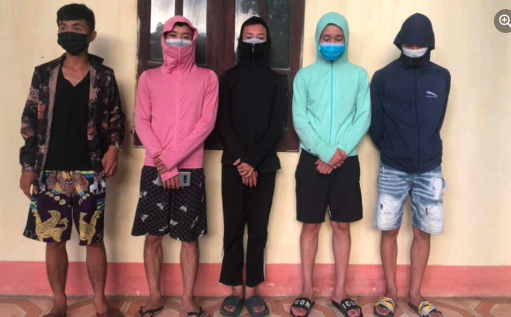 Hà Nội đang giãn cách xã hội, 5 thanh niên vẫn rủ nhau ra đồng câu cá