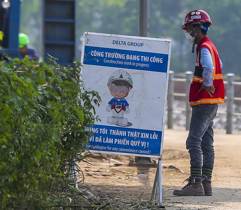 Hà Nội: Hàng trăm công nhân thần tốc xây dựng bệnh viện dã chiến điều trị bệnh nhân COVID-19 - Ảnh 8.