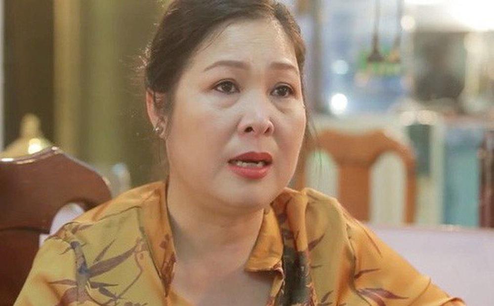 """Xôn xao việc fanpage Hồng Vân bị xóa bỏ danh hiệu """"Nghệ sĩ nhân dân"""""""