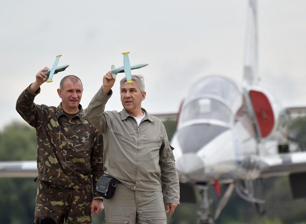 Phi công chiến đấu Ukraine đồng loạt giải nghệ: Địa ngục trần gian và sự thật cay đắng! - Ảnh 1.