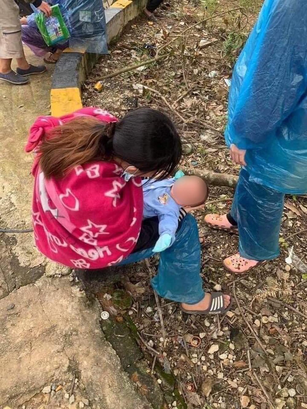 Xót xa em bé 10 ngày tuổi cùng bố mẹ vượt 1400km về Nghệ An tránh dịch Covid-19 - Ảnh 3.