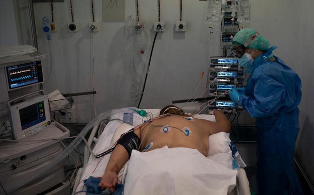 BS Trương Hữu Khanh: Hướng dẫn tư thế nằm giúp cải thiện oxy phổi cho F0 điều trị tại nhà khi cảm thấy mệt