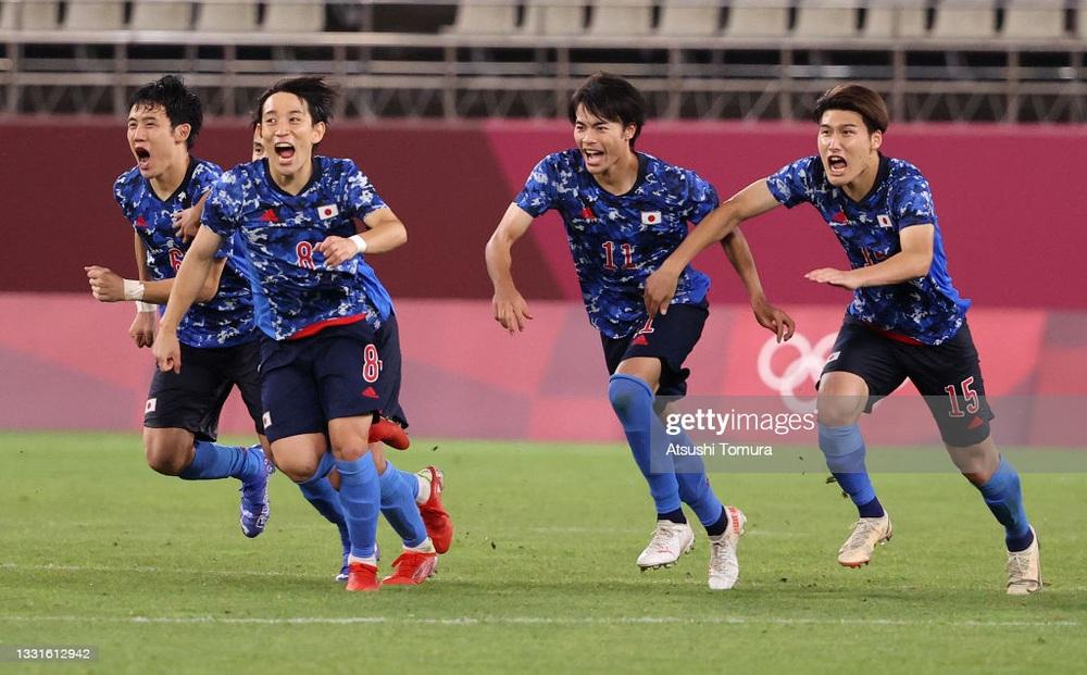 """Đội bóng châu Phi """"dâng"""" vé vào bán kết cho TBN; Olympic Nhật Bản suýt tan mộng vô địch"""